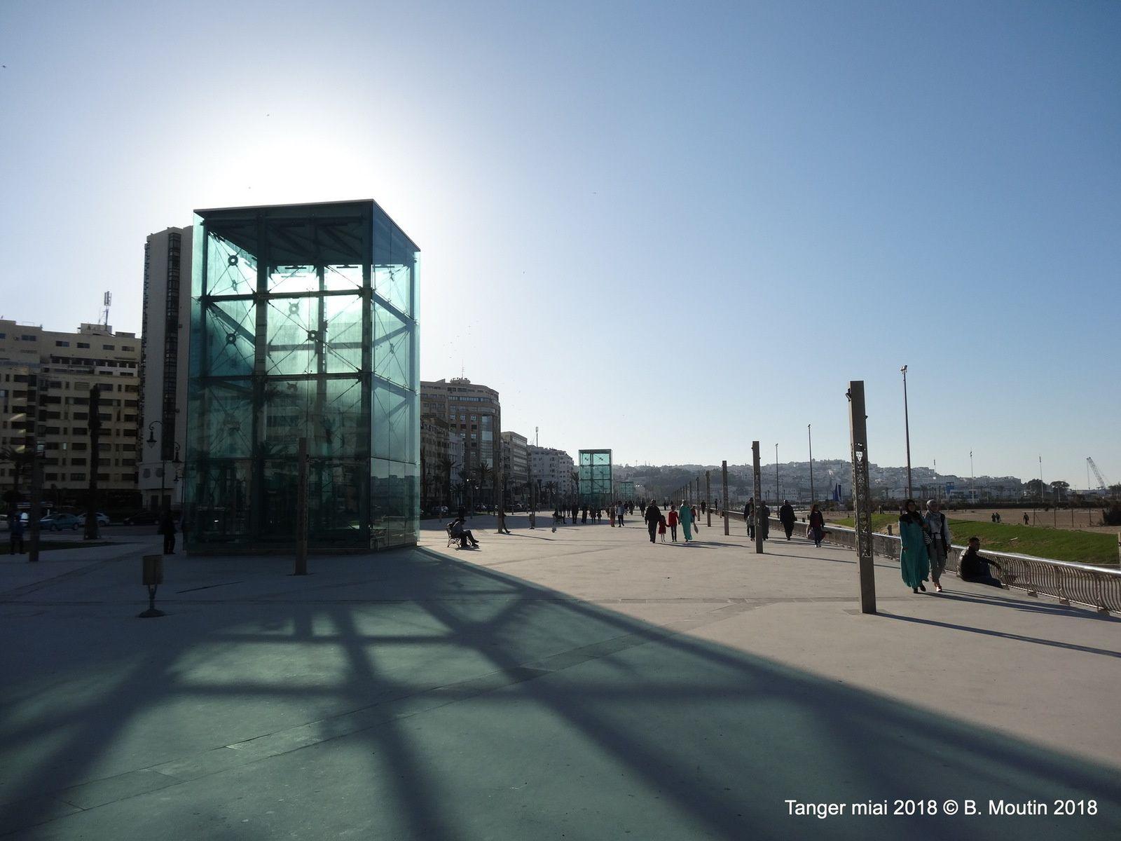 Promenade sur la corniche à Tanger (10 photos)