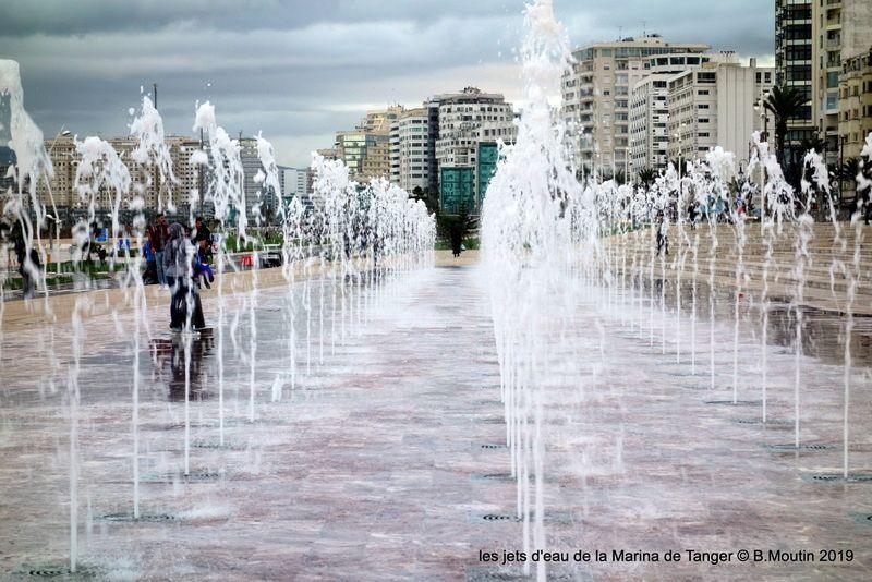 Les jets d'eau de la Marina de Tanger (3 photos)