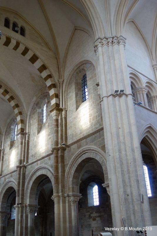 La basilique Sainte Marie Madeleine de Vezelay (8 photos)