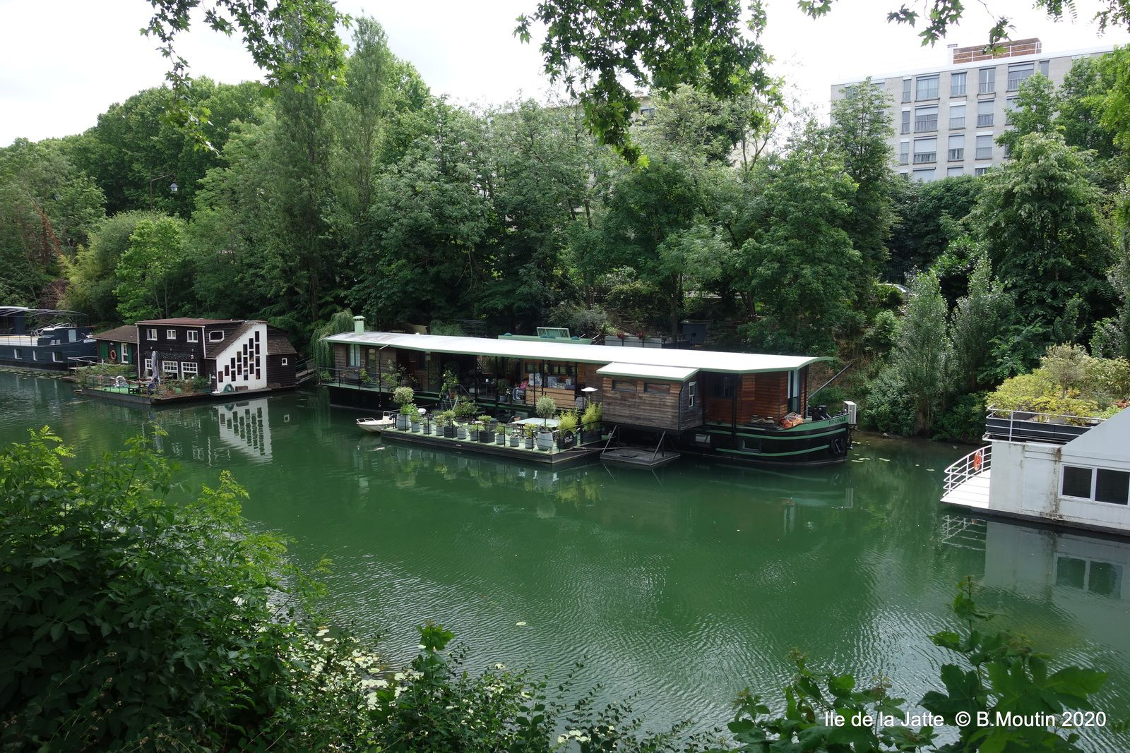 Les péniches sur la Seine à Paris (6 photos)