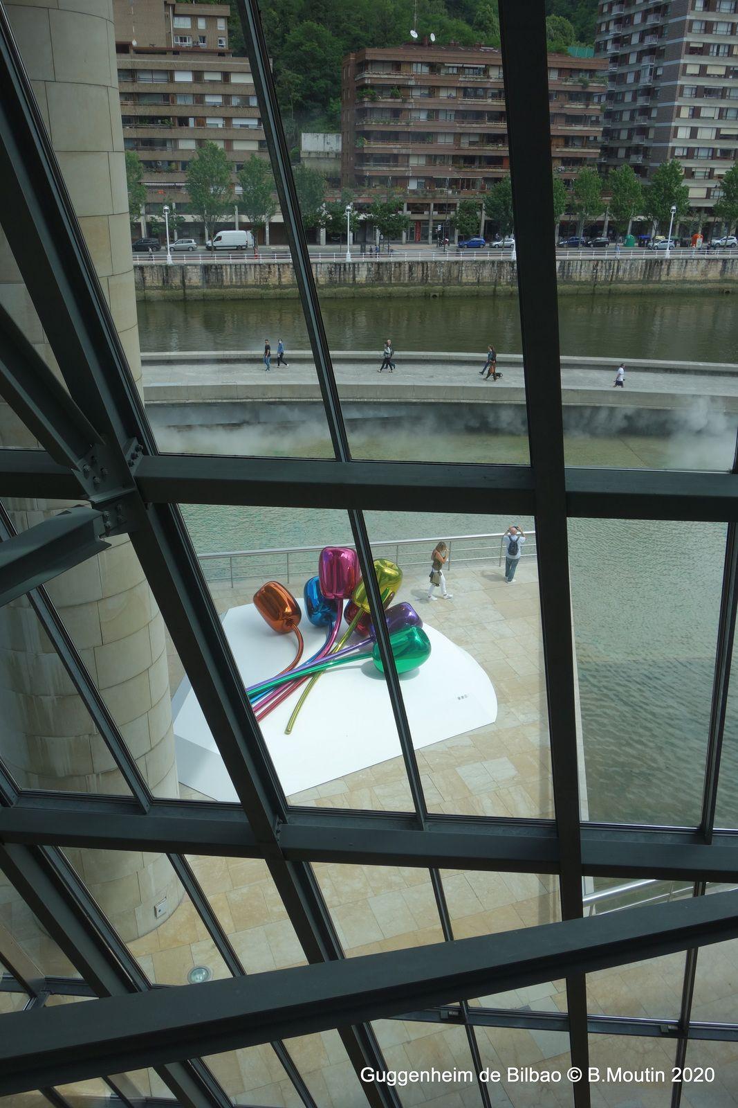 Le Musée Guggenheim de Bilbao (11 photos de l'intérieur)