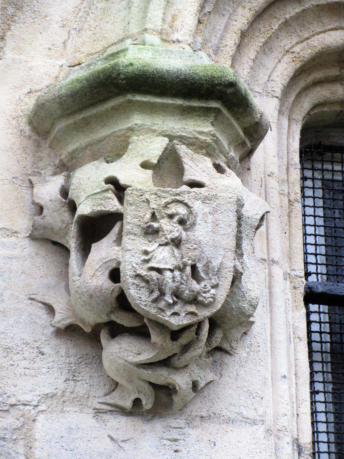 Et bien sûr Saint Michel terrassant le dragon.
