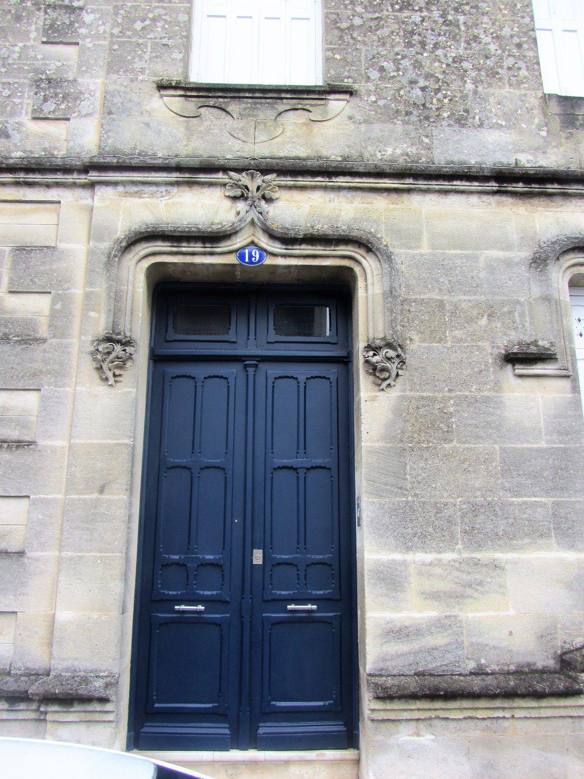 Et ici dans un style plus épuré, un arc gothique ...