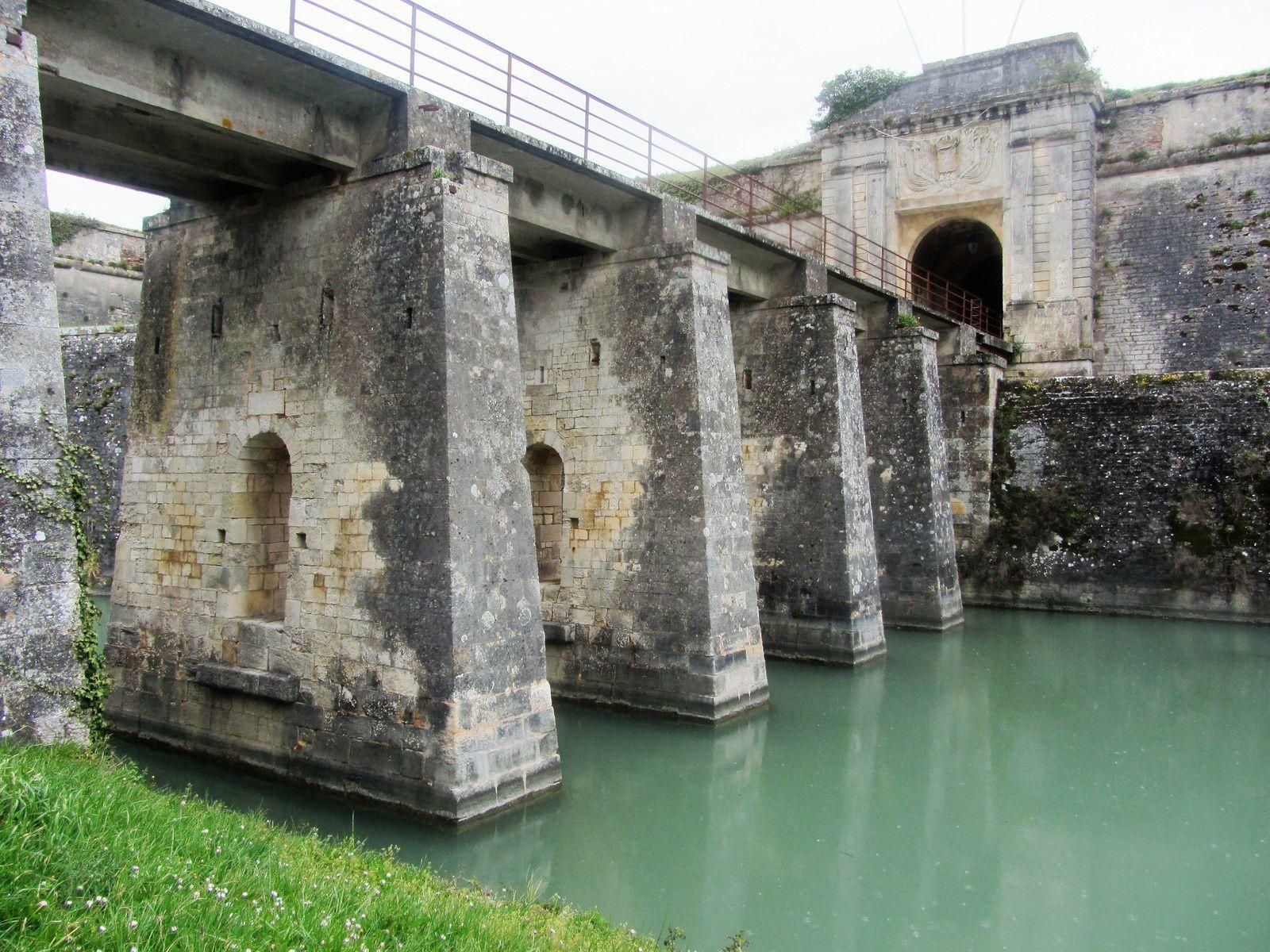 La porte royale et le pont dormant