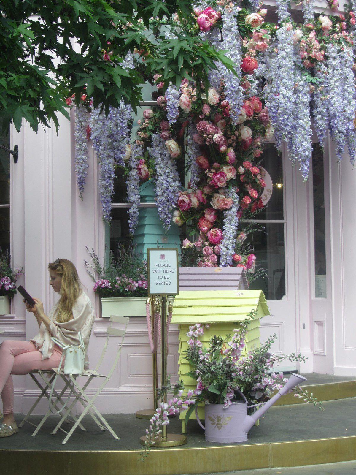 Nous sommes toujours à Londres, où les fleurs ont pris le pouvoir...