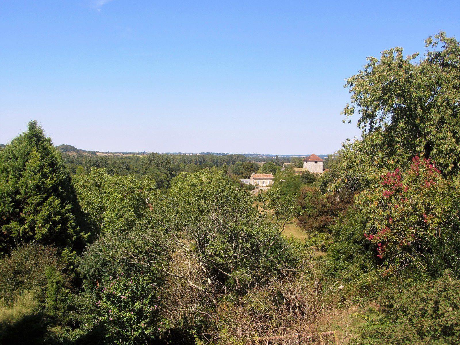 Nous avons ensuite continué notre balade dans le village de Saint Aulaye. Cette commune est située dans le département de la Dordogne en région Nouvelle-Aquitaine.