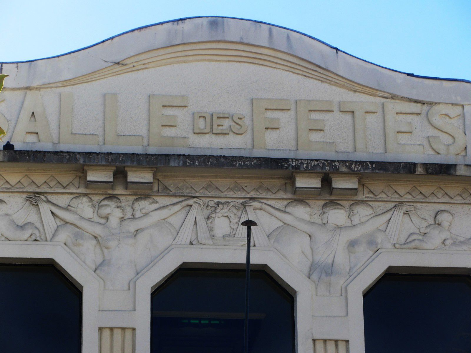 Ce centre culturelle s'appelle la Pergola.