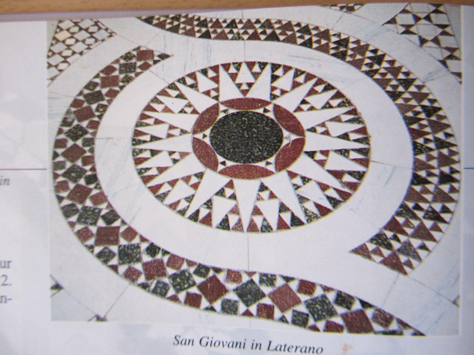 A partir de photos des pavements des églises de Rome, les auteurs ont réalisés des patchworks.