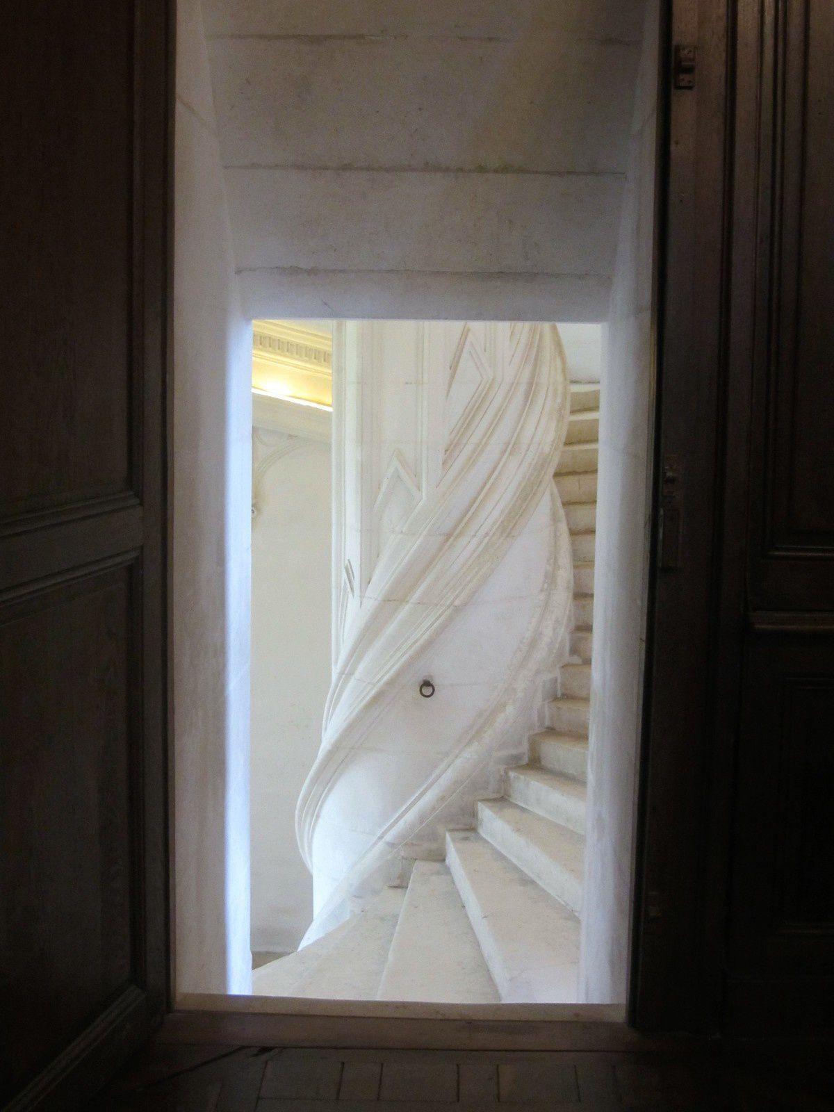 On y accéde par le grand escalier, qui est la piéce maîtresse du château.