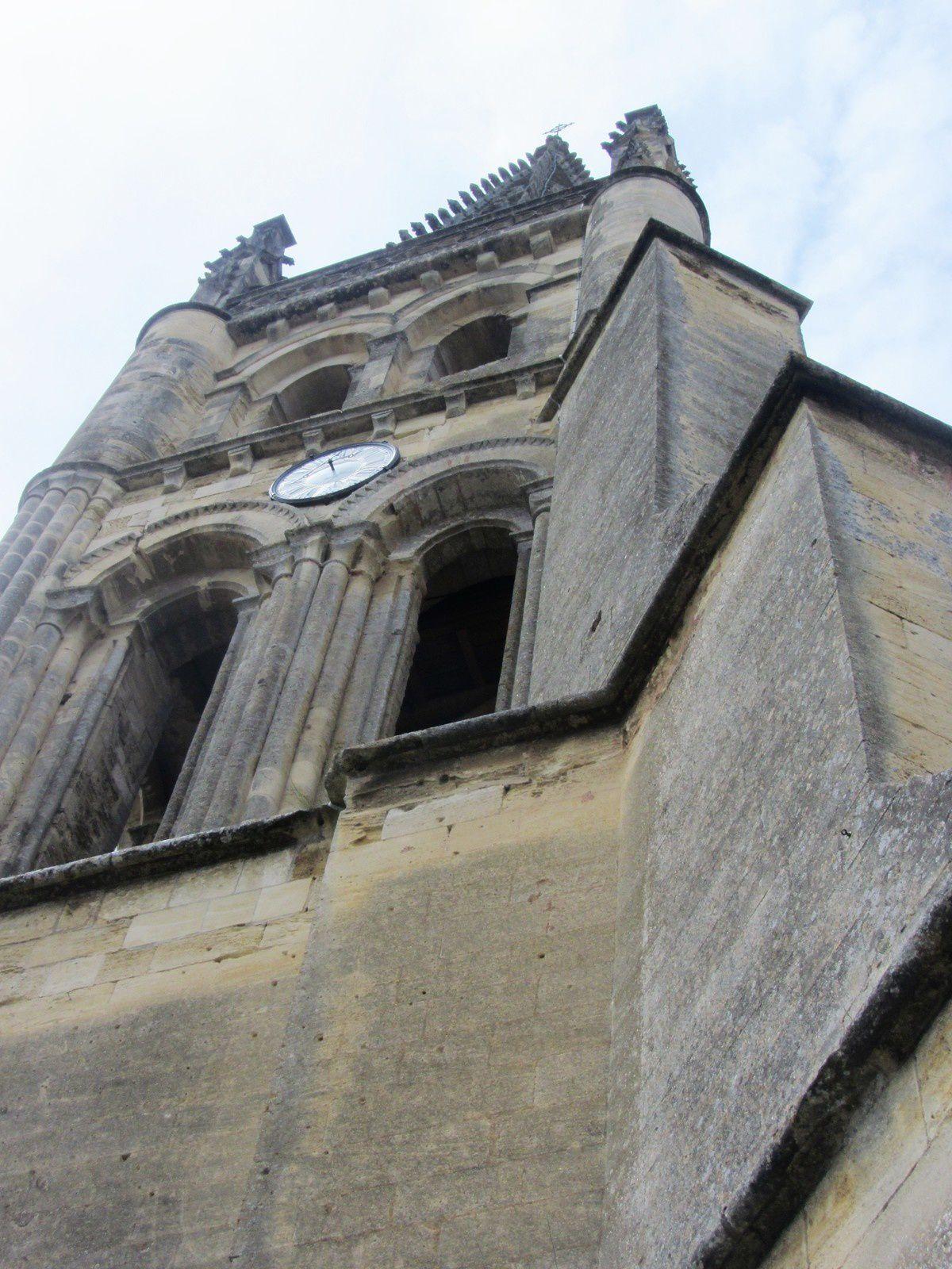 L'église monolithe de Saint-Émilion est une ancienne église du XIe siècle entièrement creusée dans la roche, Elle est la plus vaste église souterraine d'Europe.