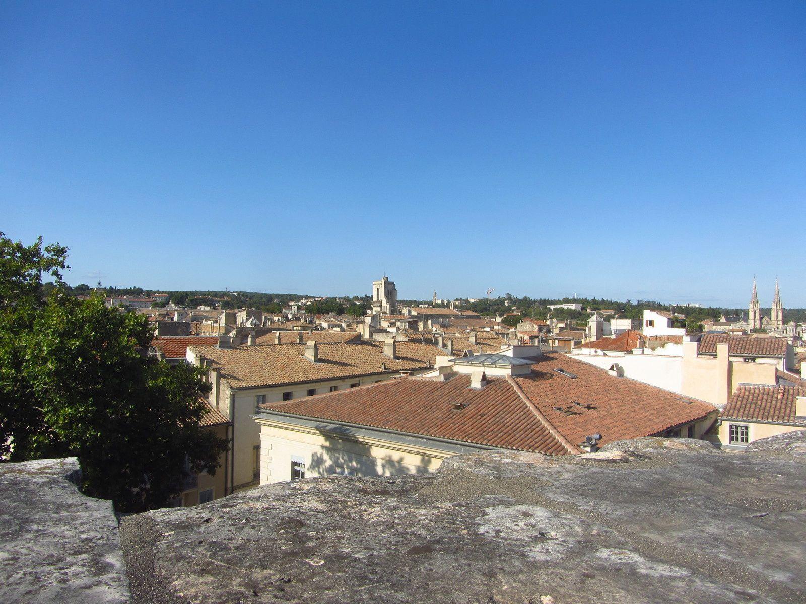Arrivé en haut des gradins, on a aussi une très belle vue sur la ville de Nimes.