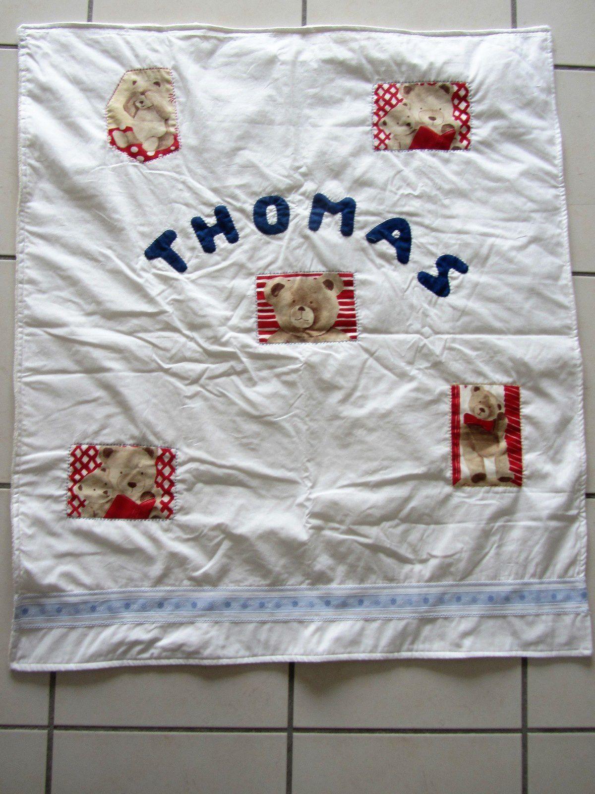 Ma fille Marie est la marraine d'un petit Thomas né en Angleterre. J'ai réalisé cette petite couverture pour lui offrir.