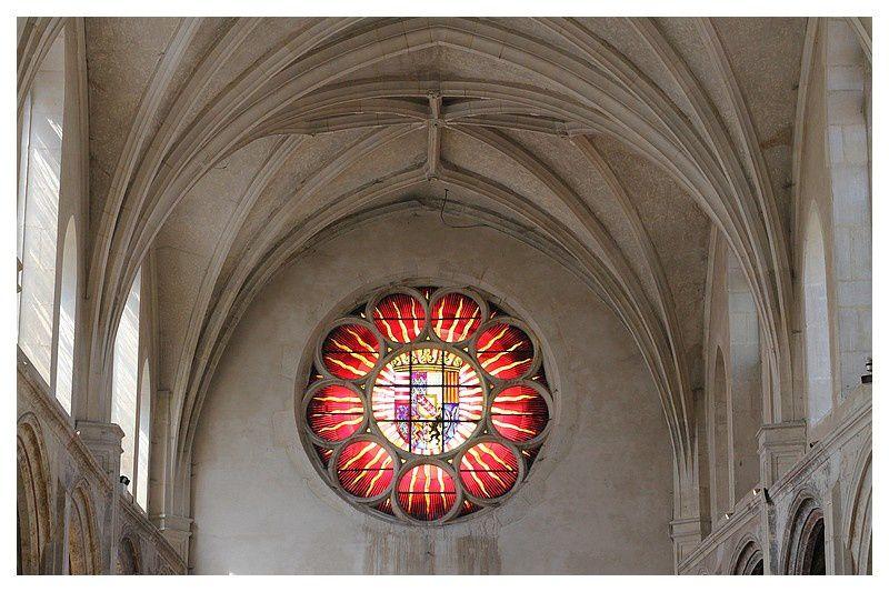 rosace comportant le Blason du duc Antoine de Lorraine et surplombant le porche de l'église