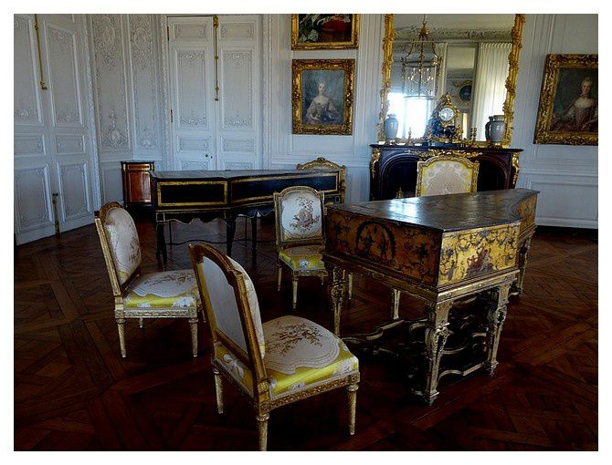 grand cabinet de Mme Victoire; Le clavecin de Blanchet rappelle que Mme Victoire jouait admirablement de cet instrument, et que Mozart lui dédia ses six premières sonates pour clavecin.