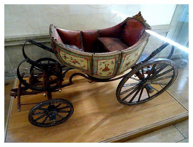 """voiture à chèvre; """"petit carrosse"""" du Dauphin Louis-Charles, futur Louis XVII . 1862"""