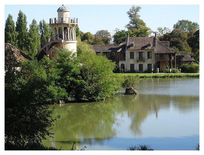 Le hameau, en venant du pavillon de Jussieu.