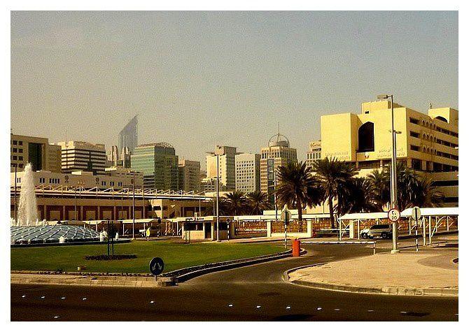 janvier 2012 : Abu Dhabi, gratte-ciel, vus du bus