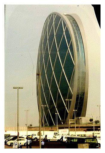 Aldar Headquarters ; 110 m, 23 étages... immeuble spectaculaire, d'une incroyable audace.