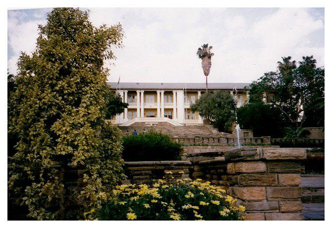 le Tinten-Palast (1913) siège du parlement et du gouvernement.