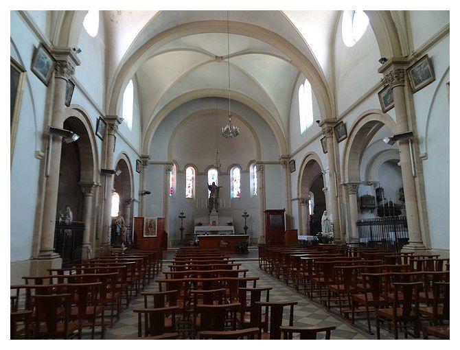intérieur de l'église, néo-gothique du XIXème siècle