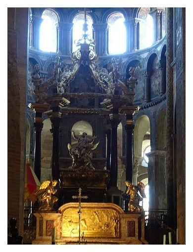 Ensemble du tombeau de Saint-Saturnin