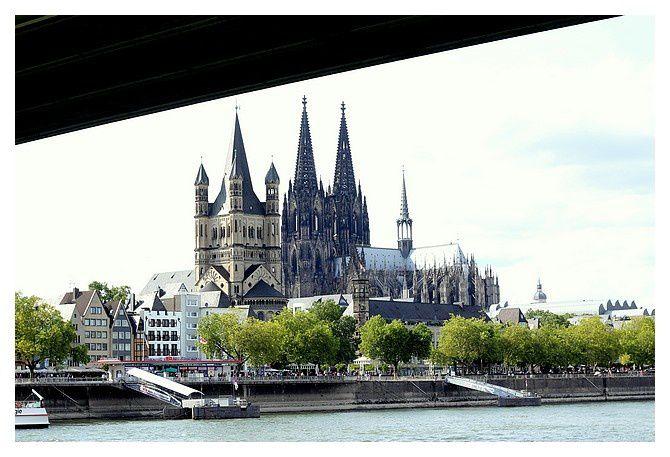 sous le pont Deutzer Brücke; la basilique Grande St Martin et la cathédrale