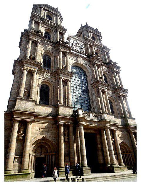cathédrale Saint-Pierre de Rennes. façade XVI et XVIIe siècles; chœur du XIXe