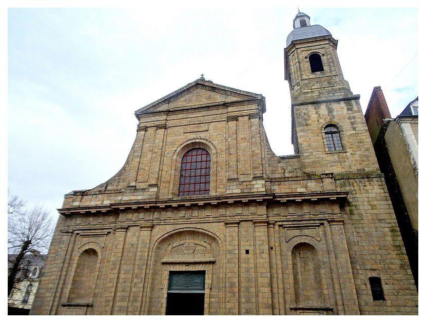 basilique Saint-Sauveur ;  basilique mineure de l'Église catholique romaine, connue sous le nom de Notre-Dame des Miracles et Vertus; 1703/1768