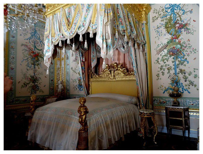 La chambre d'état de l'impératrice a été décorée par Brenna à l'imitation des chambres à coucher royales des rois de France.