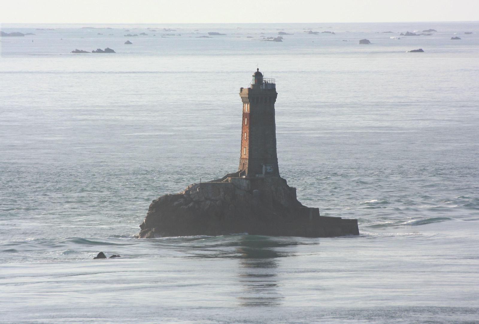 Vues sur le Raz de Sein, le phare La Vieille et le sémaphore de la Pointe-du-Raz...