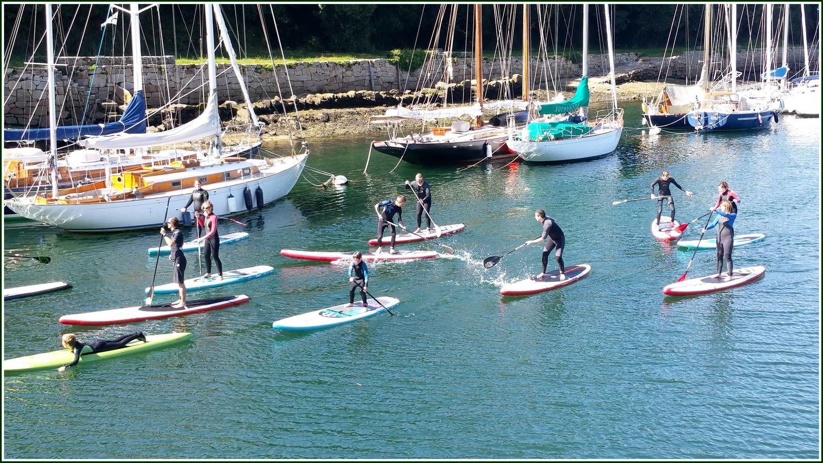 Des activités d'initiation au stand up paddle sont proposées sur le bassin à flot...