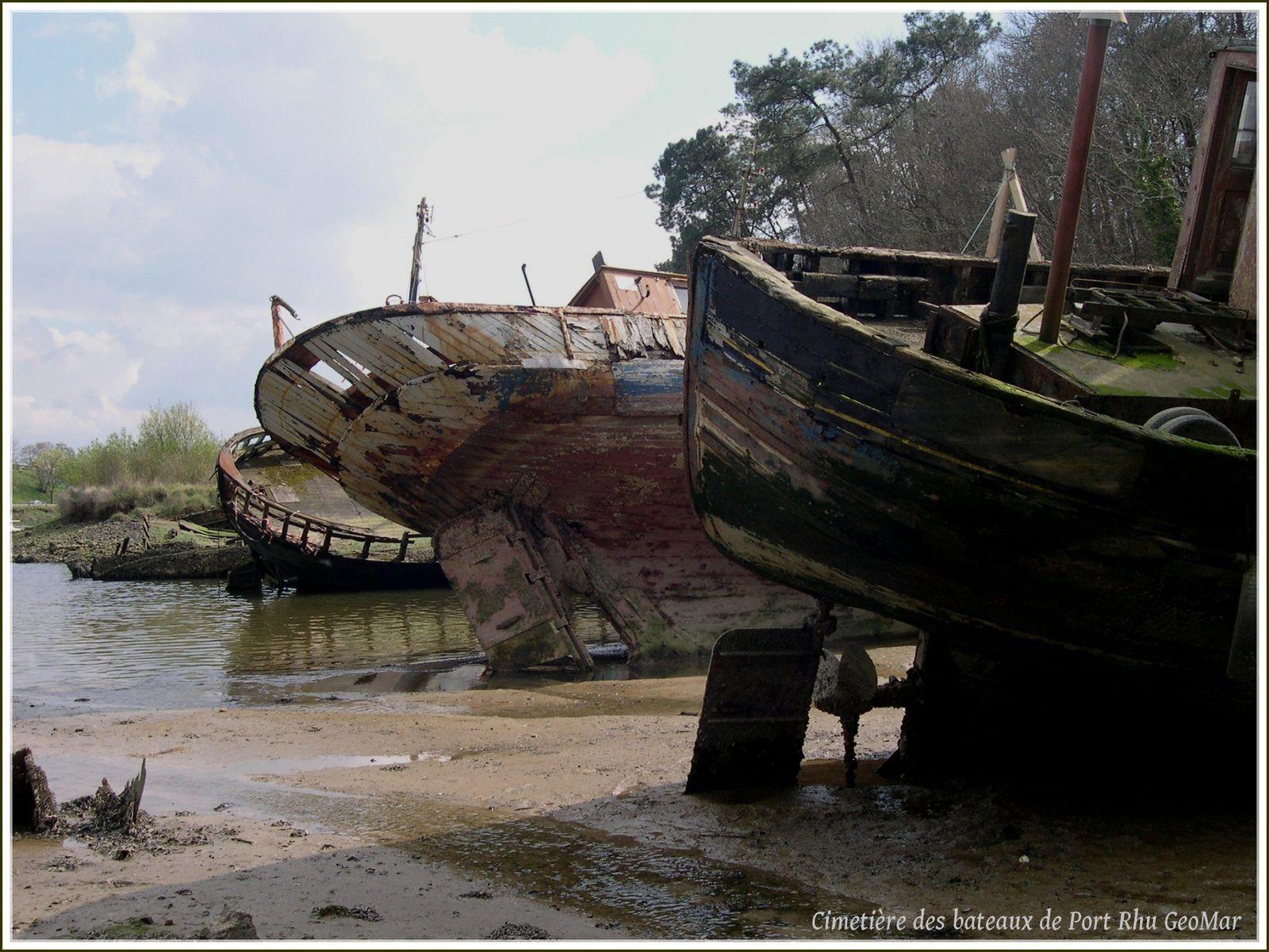 Poupes ou arrières de bateau en cul de poule ainsi que norvégien en premier plan...