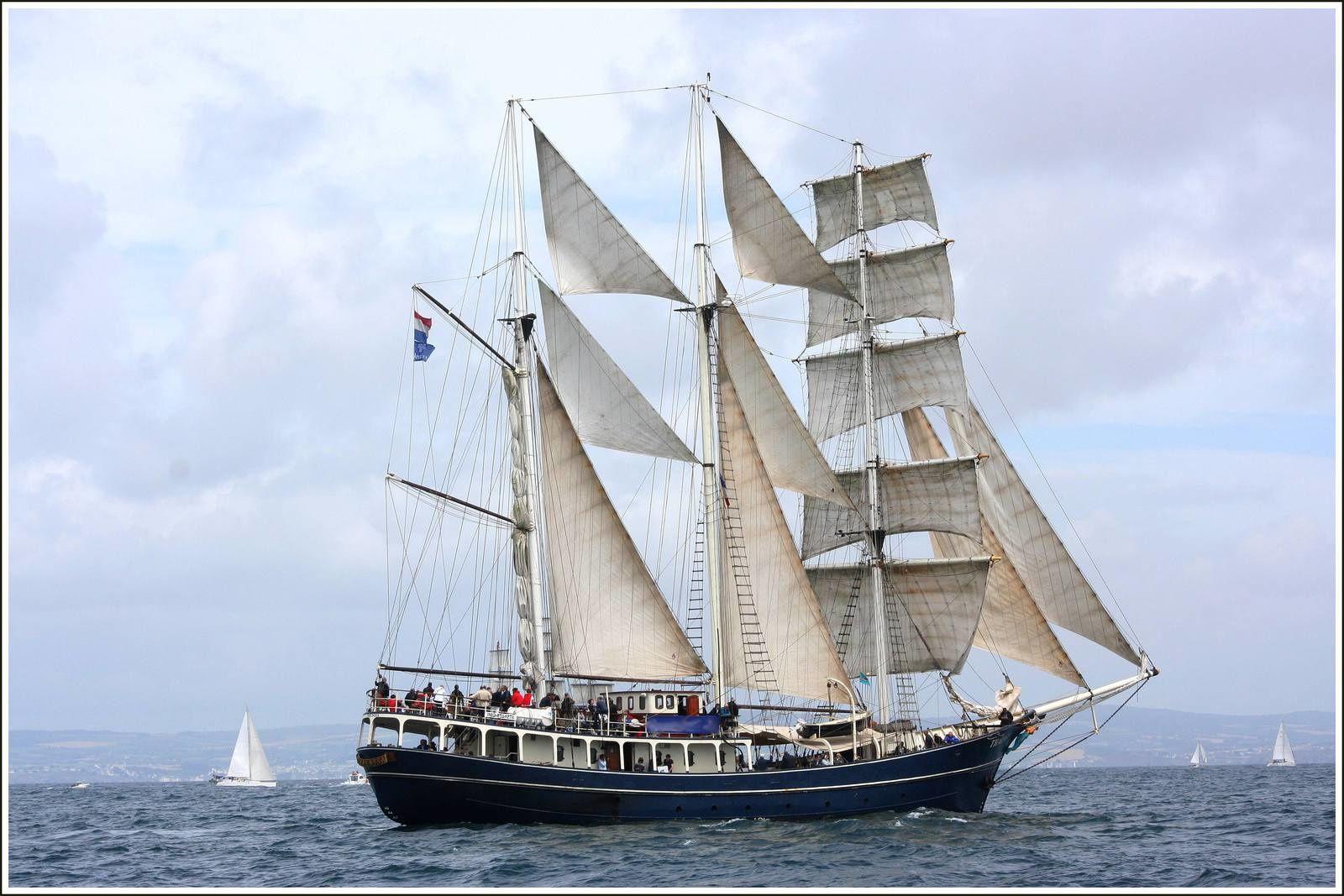 021sb  Rencontres bateaux au fil de l'eau, 7ème, photos © GeoMar, OOSTERCHELDE, JANTEJE, PEDRO DONCKER, SEA CLOUD 4mâts, SKELLIG, THALASSA, RIPPLE, PEEL CASTLE, BEL ESPOIR 2, AR GOELL, ARAWAK, HARDIESSE, BELLE ETOILE, BOC'HANIG, MUTIN, ELISE of LONDON, GERMAINE, KRUZENSHTERN,