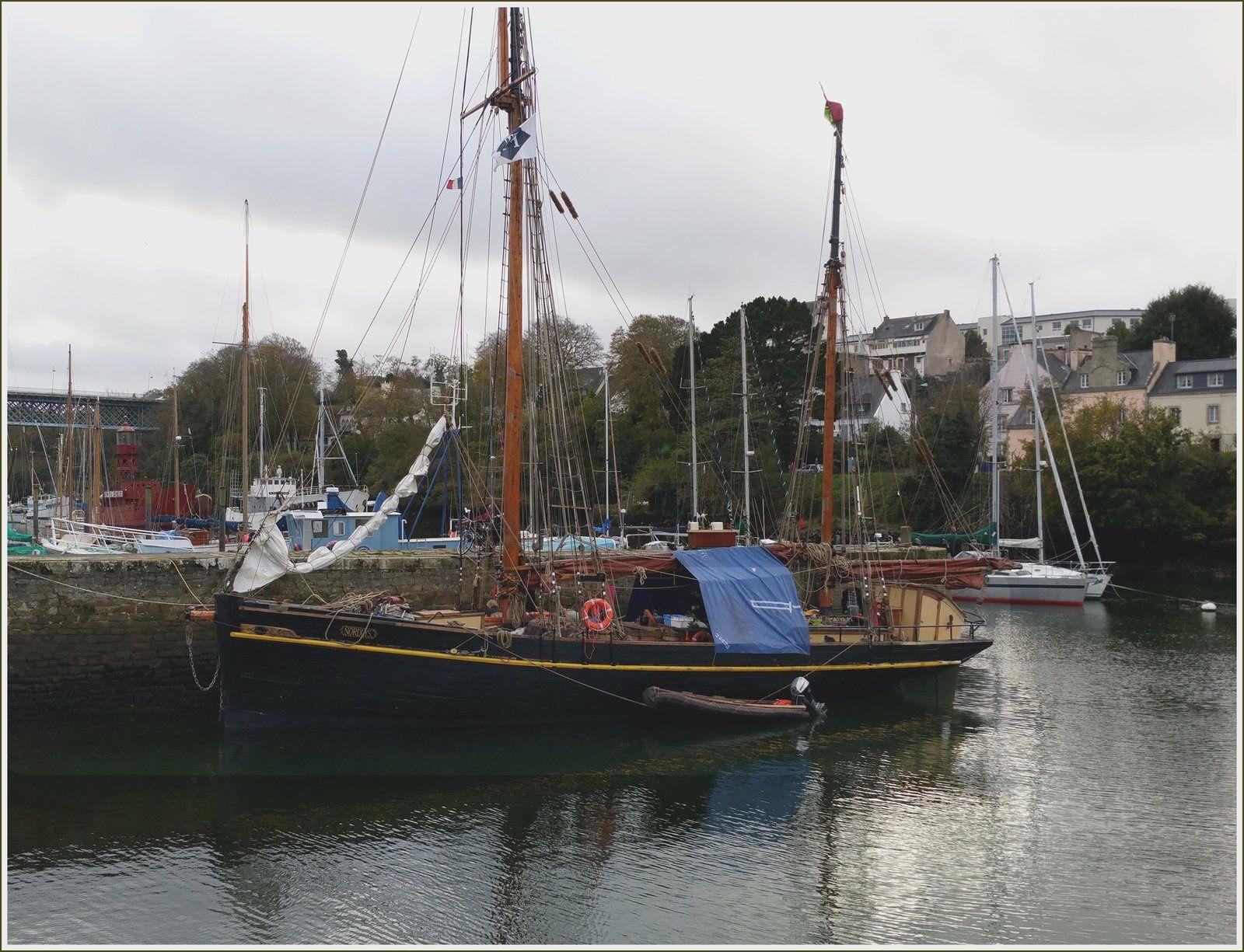 269 - Voilier Nordlys ketch aurique ancien bateau de pêche construit à l'île de Wight en 1873 photos caractéristiques du plus vieux cargo à voiles du monde, non motorisé.