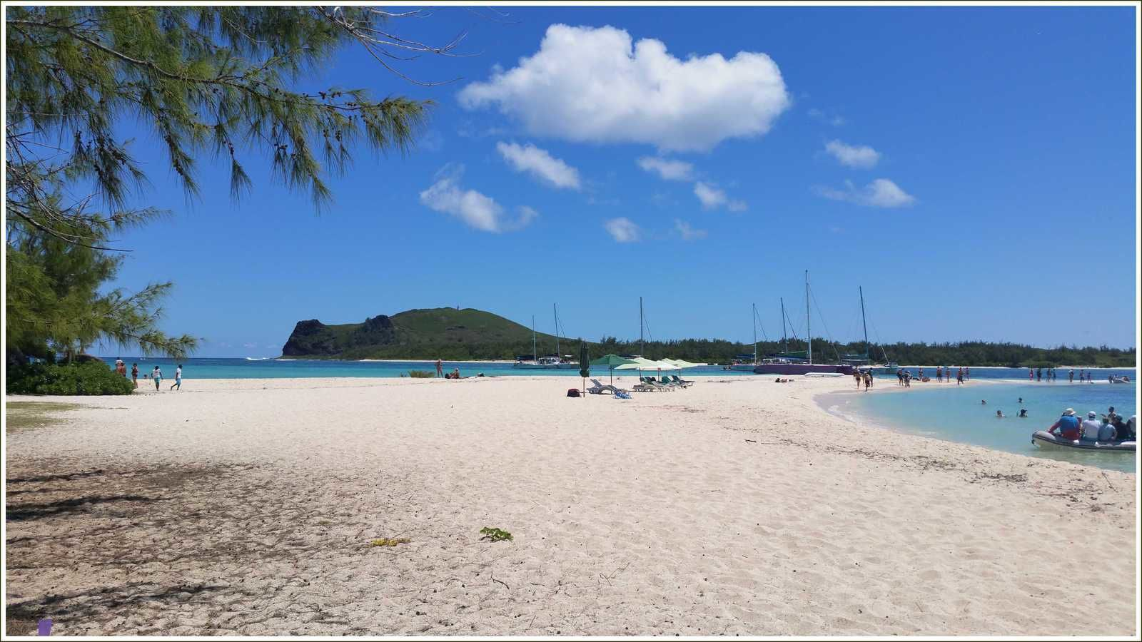 Sur le sable de l'îlot Gabriel... Bon anniversaire Marie !