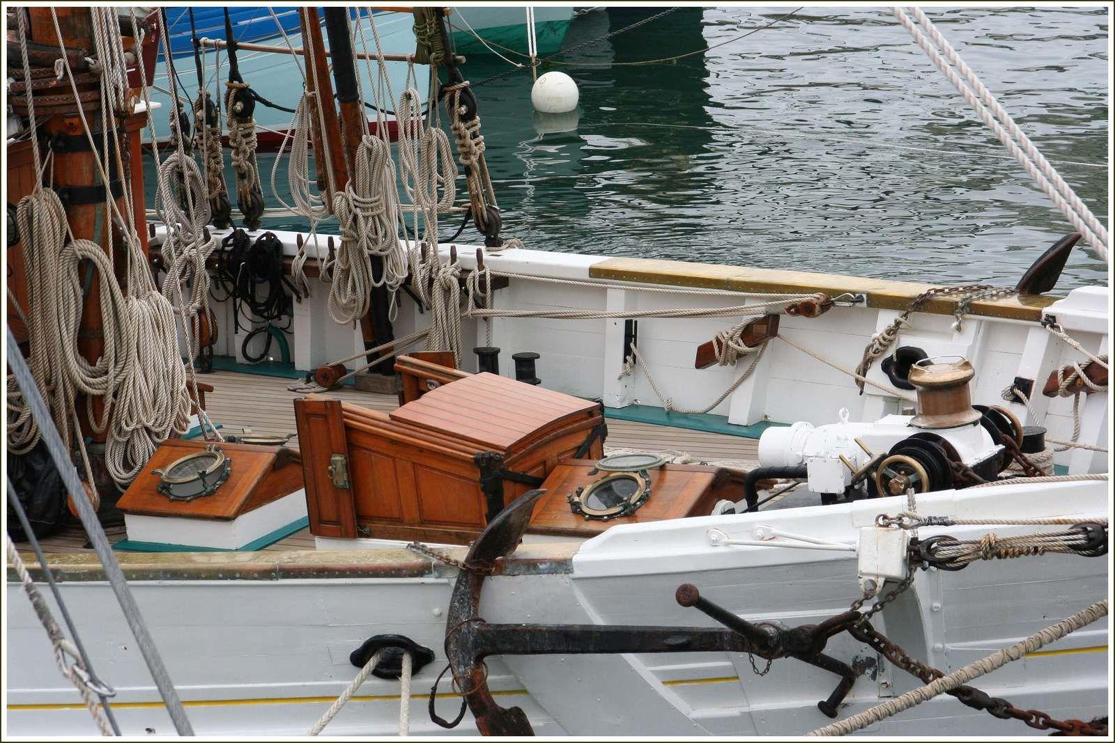286 - Rencontres bateaux 16ème 2016 07 22 voiliers traditionnels en escale au port du Rosmeur, coques, espars, bois vernis et bronzes, photos © GeoMar, fêtes maritimes Douarnenez 2016