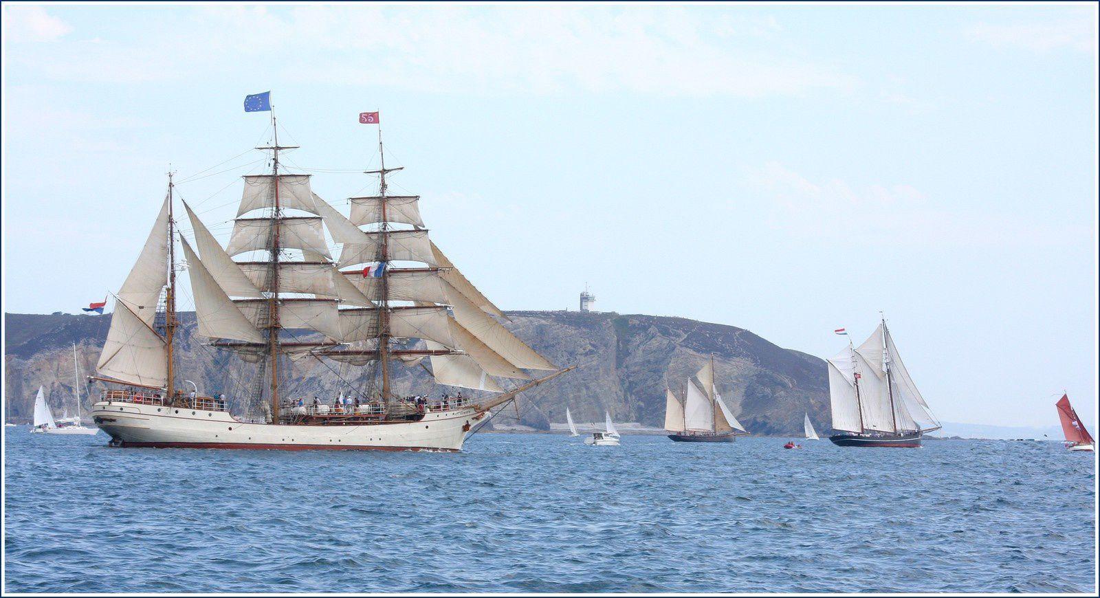 Mer d'Iroise, pointe de Bretagne, passage du Cap de la Chèvre 2016/07/19.