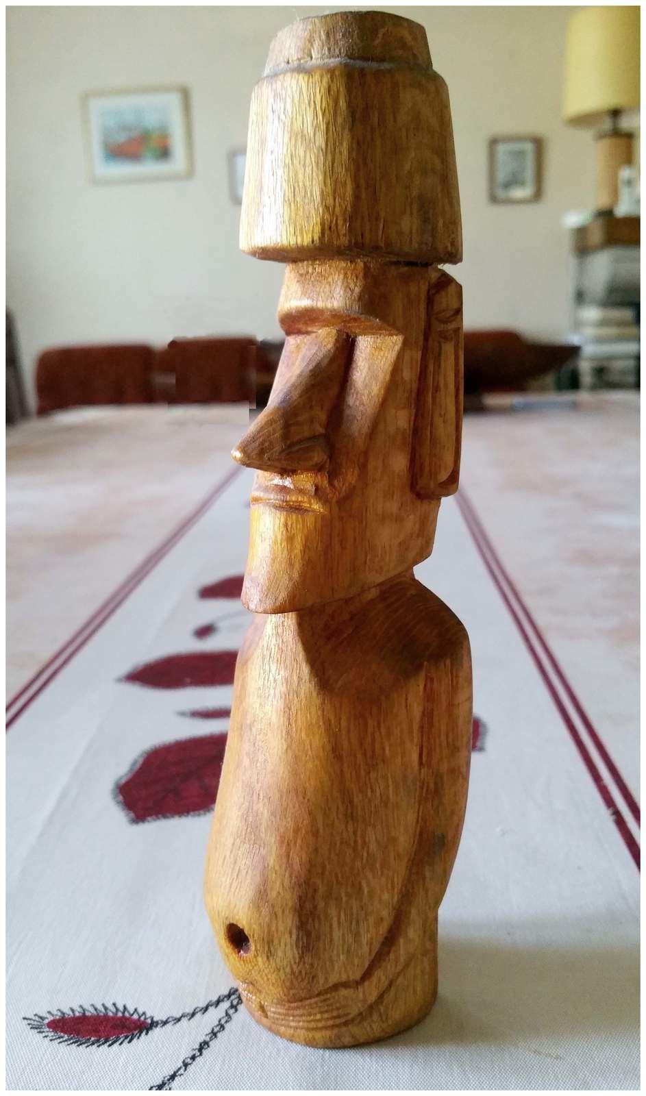 023 - Ile de PAQUES, Easter Island, Isla de Pascua, Rapa Nui, Hanga Roa, Moai, Homme-oiseau, Tangata manu, Jorge Etu Tuki, déc. 2001 Chili, photos GeoMar