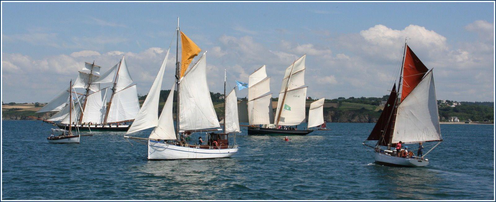 Parade des voiliers devant le port du Rosemeur Temps Fête juillet 2018