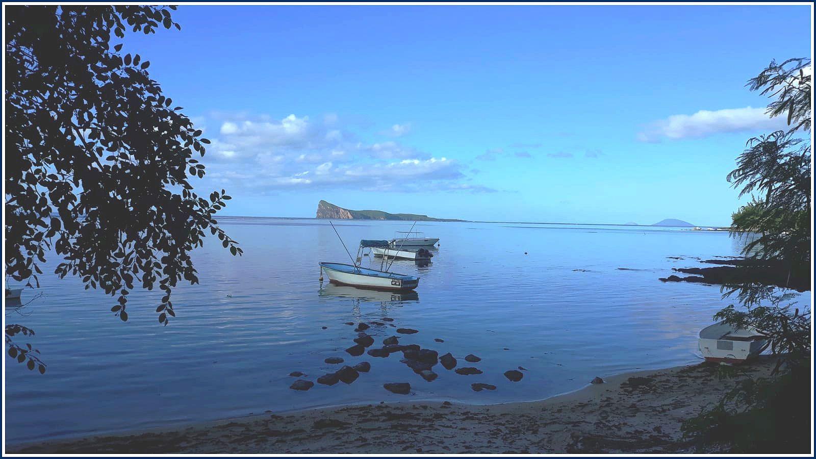 Regard sur l'île Coin-de-Mire depuis la pointe Azur