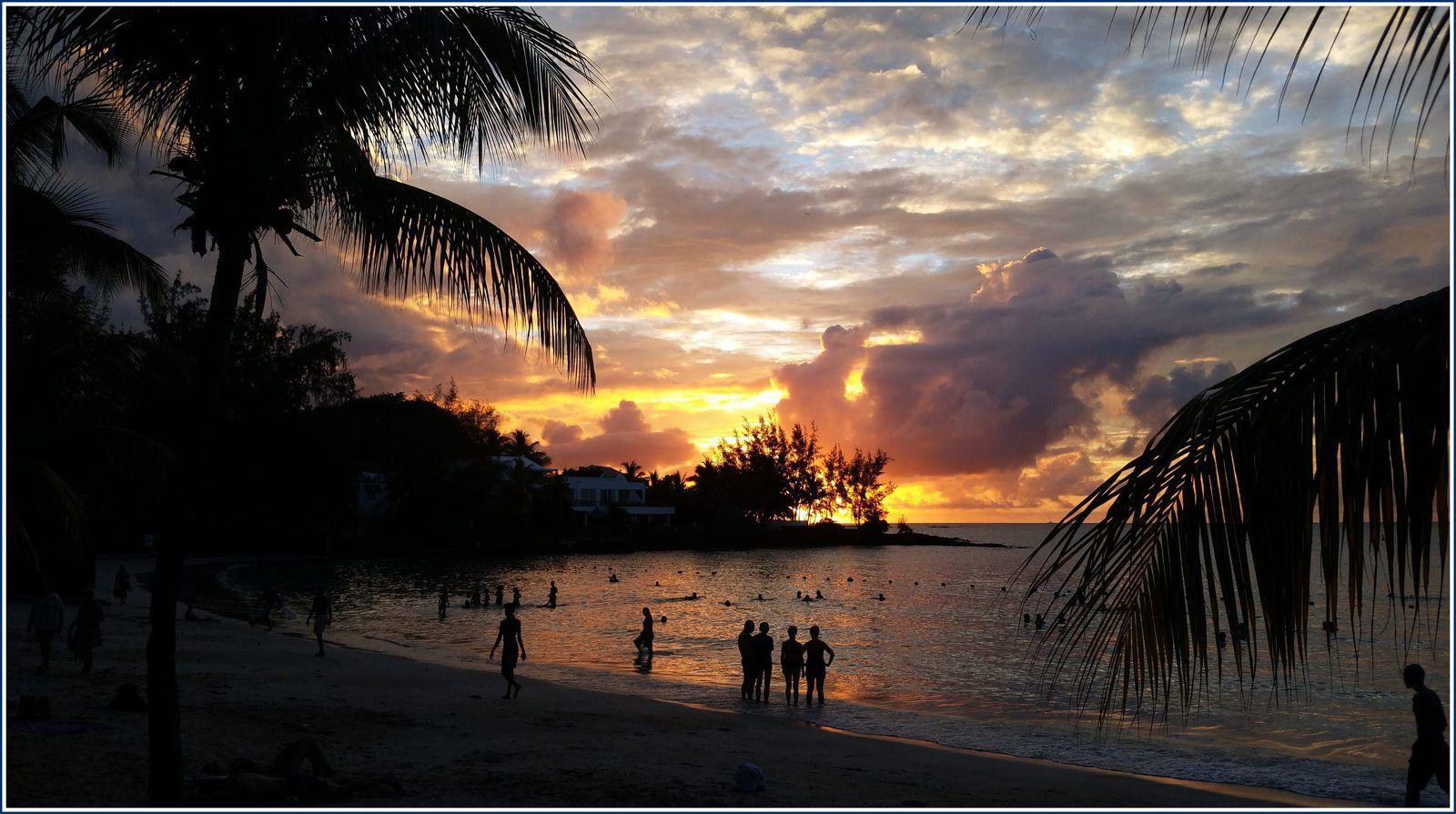 331 - Île Maurice photos en passant... 19/03/2020 - 3 personnes touchées par le Covid-19 - Dernière journée de liberté avant confinement et désertification progressive des plages et rues de Péreybère...