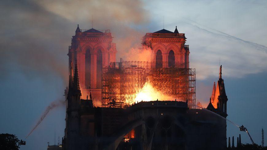 15 avril 2019 - Notre Dame de Paris en feu ...