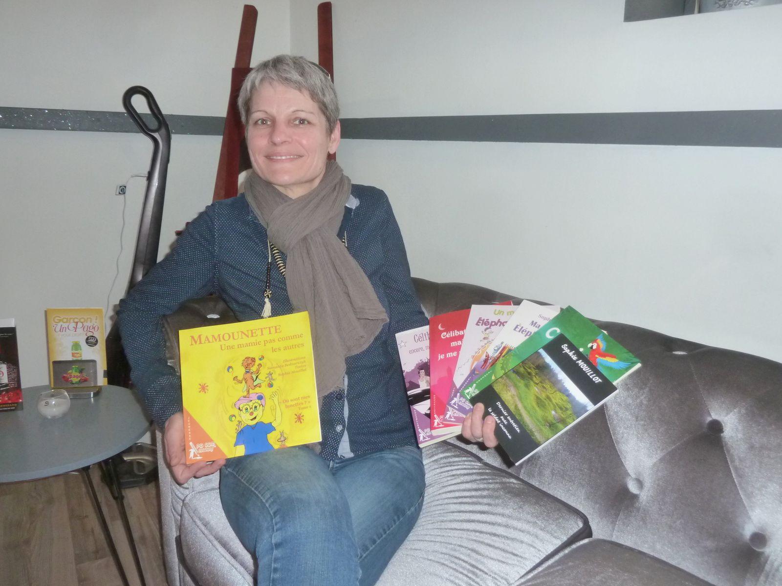 12 - Bordeaux-Saintes: Zydrunas Savickas maillot jaune. Sophie Mouillot auteure saintaise. Nuit de l'eau avec l'UNICEF