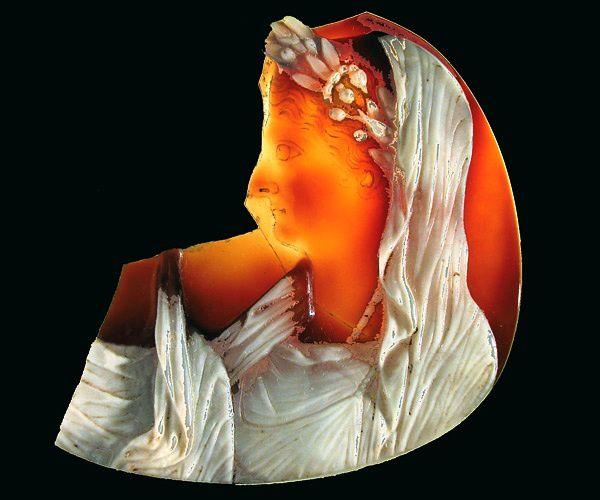 un camée qui représente Livia la femme, aimée, d'Auguste, . Celui est à Rome, mais je ne l'avais jamais vu!!