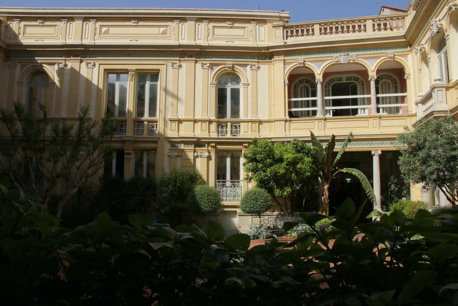 la cour-jardin intérieur