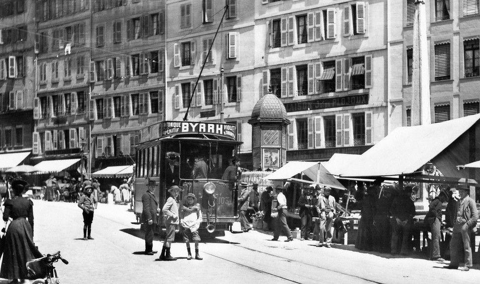 Bateaux, bus, voitures, tramway, camions, tout est bon pour la promotion du Byrrh