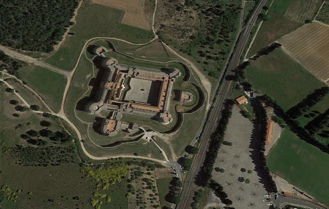 SALSES (Le château)
