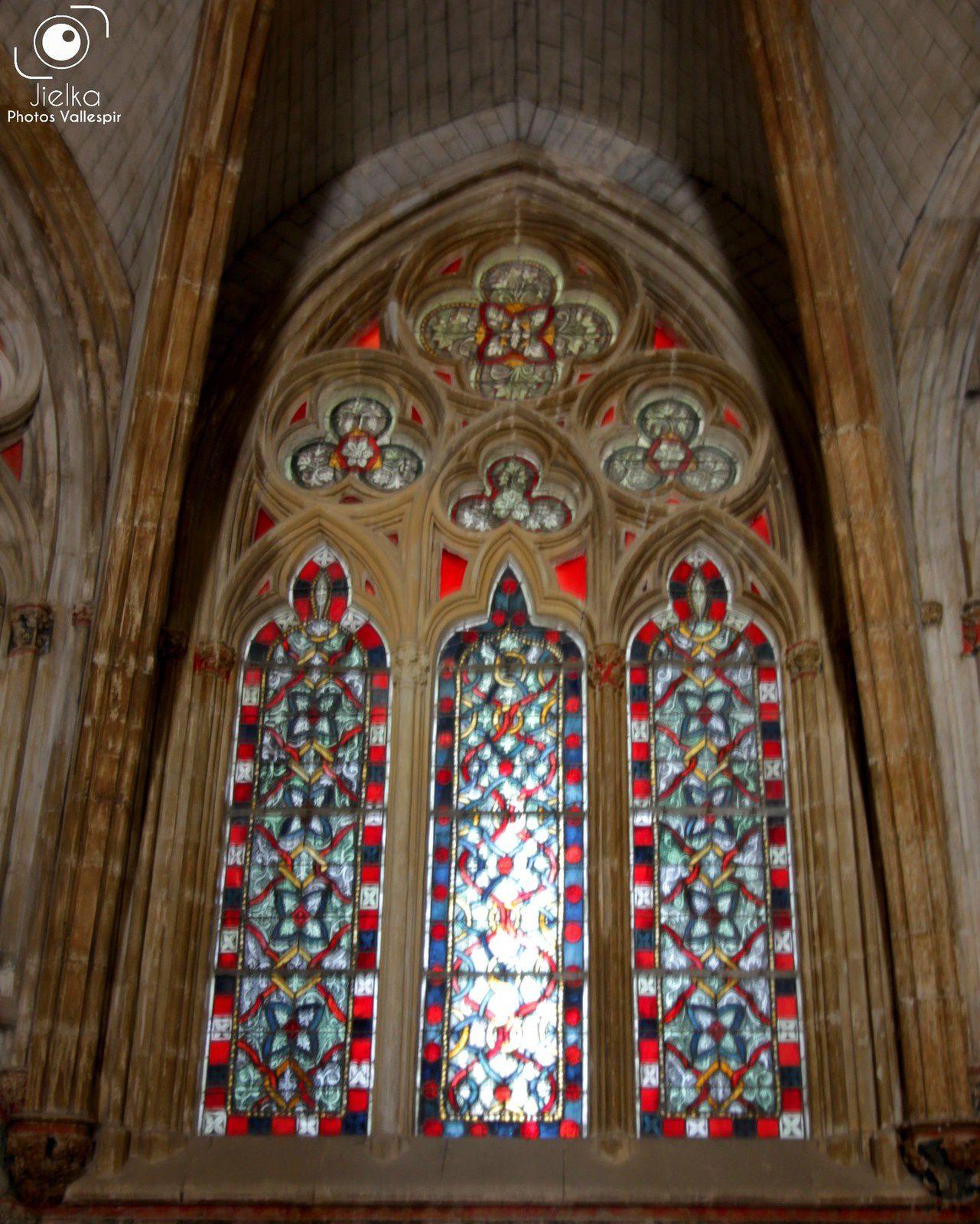 l'intérieur et quelques détails de la chapelle basse (chapelle de la reine)