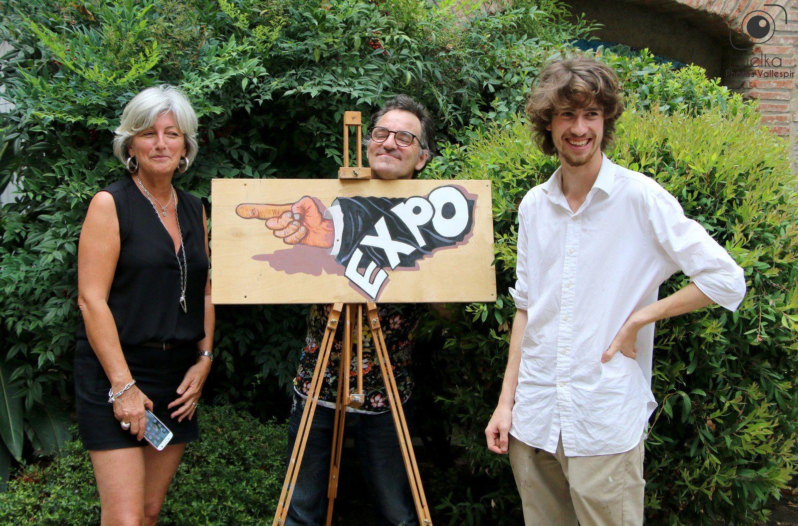 Romer Kitching avec l'artiste Véronique Pinault et son ami Cérétan, l'artiste peintre Mao lors d'une précédente expo à Céret