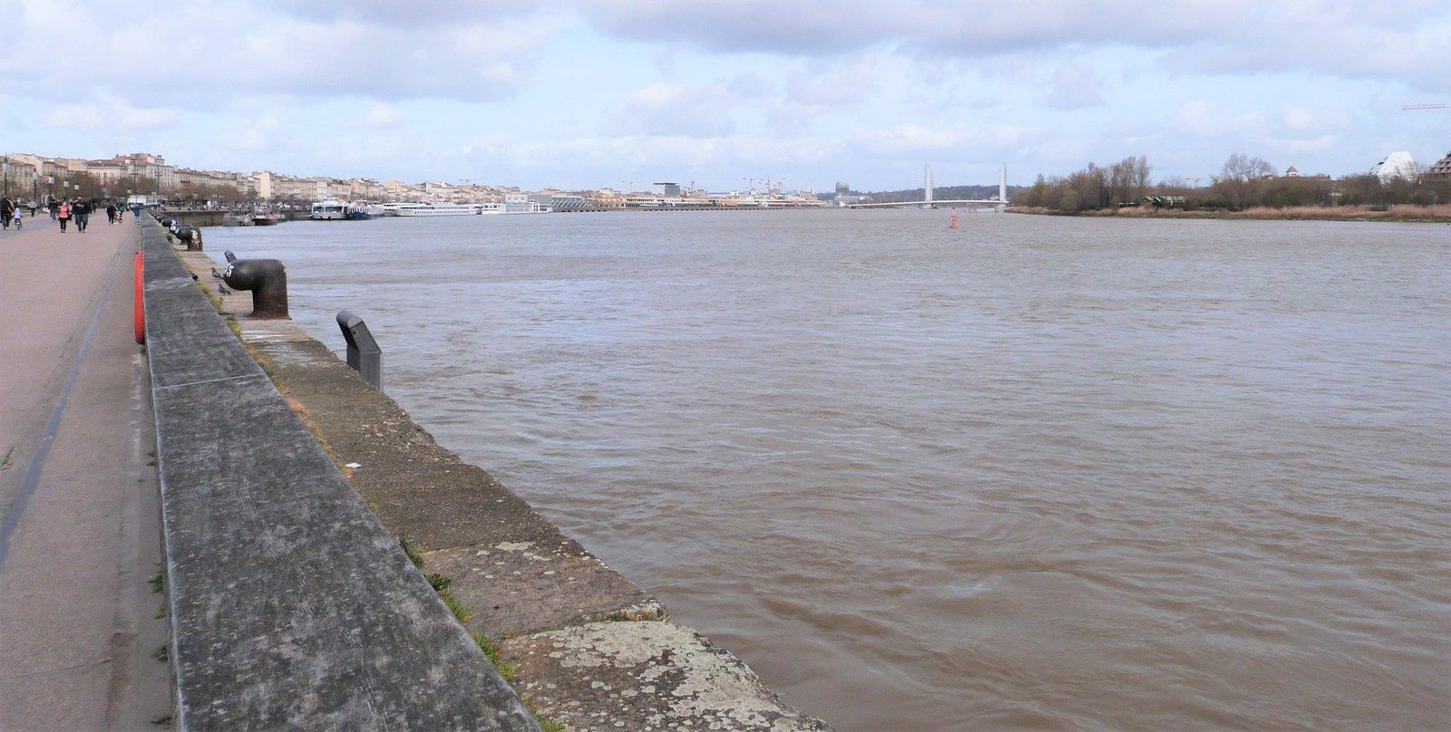Bordeaux - bord de Garonne
